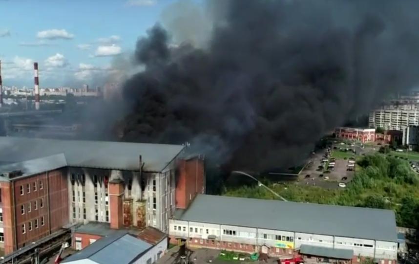 Пожар в Невском районе, снятый с разных ракурсов. Фото скриншот https://topspb.tv/