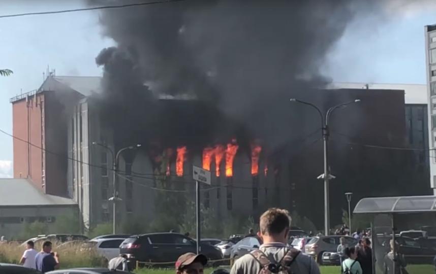Пожар в Невском районе, снятый с разных ракурсов. Фото https://vk.com/spb_today