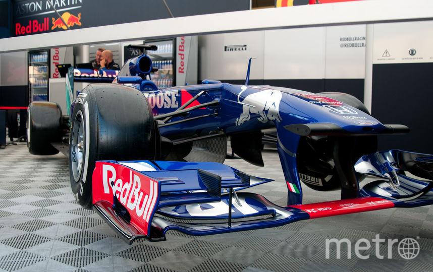 "Экспозиция автогоночной техники Scuderia Toro Rosso Showrun powered by Neste. Фото Анна Лутченкова, ""Metro"""