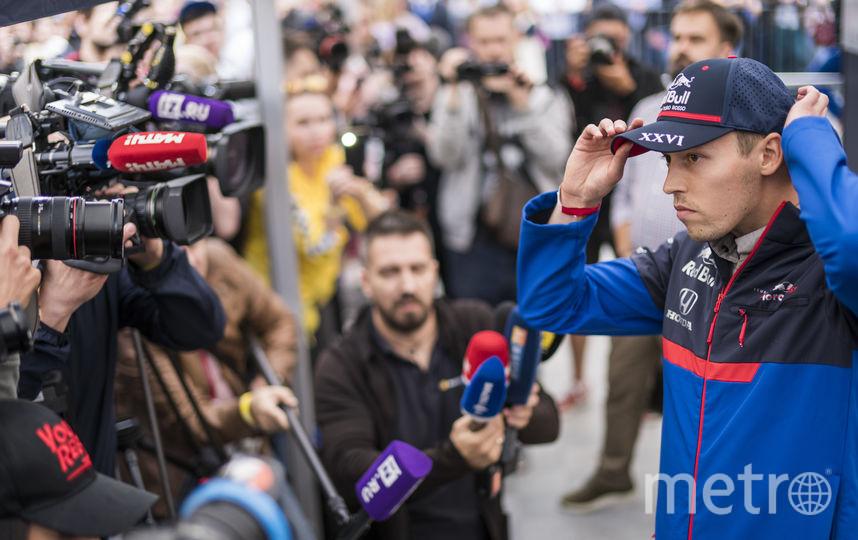 """В Петербурге на Scuderia Toro Rosso Showrun после раздачи автографов. Фото Denis Klero/Red Bull Content Pool, """"Metro"""""""