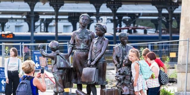 Памятник у железнодорожного вокзала в Гданьске.