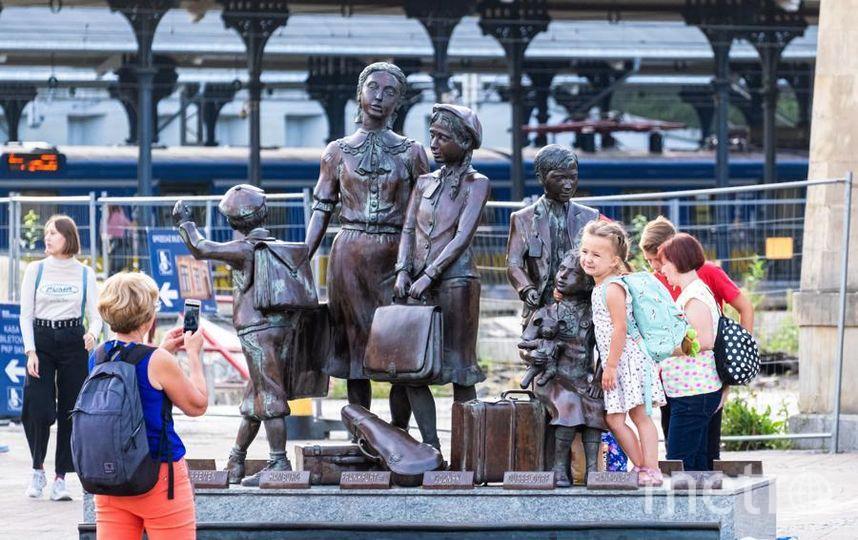 """Памятник у железнодорожного вокзала в Гданьске. Фото Алена Бобрович, """"Metro"""""""
