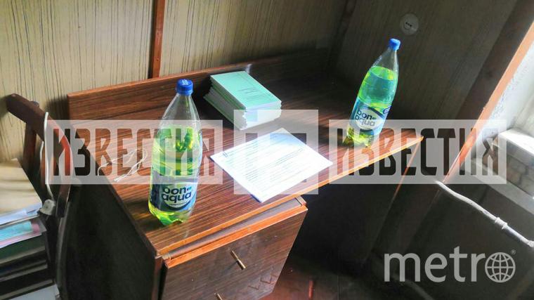 """экстренные службы нашли две бутылки с бензином. Они были подключены проводами к розетке. Фото https://www.5-tv.ru/news/262378/5tvru-publikuet-foto-smesta-obnaruzenia-svu-vbolnice-universiteta-me, """"Metro"""""""