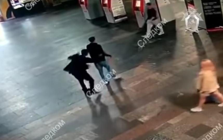 скриншот  видео с камеры наблюдения, которая зафиксировала происшествие. Фото youtube.com/watch?time_continue=32&v=AVd8xgmwOQo.