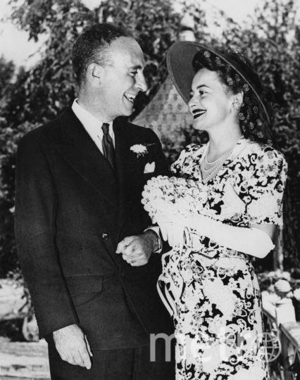 Оливия Де Хэвилленд с первым мужем в 1946-м году. Фото Getty