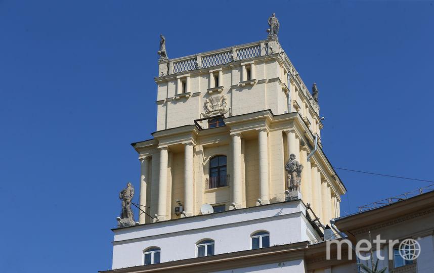 Скульптуры, украшающие башню, находятся в аварийном состоянии. Фото Василий Кузьмичёнок