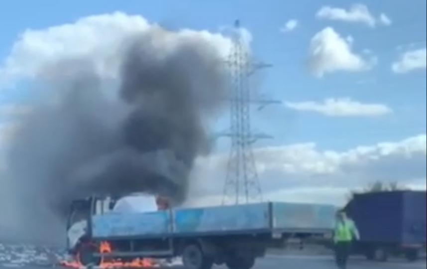 Три полосы перекрыли на МКАД из-за массовой аварии с участием грузовика. Фото скриншот https://vk.com/moscowtop1