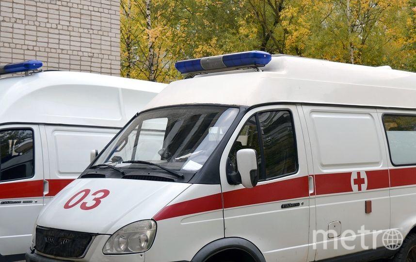 """В 13:55 пассажирка была извлечена из-под состава, она жива, отправлена в больницу. Фото """"Metro"""""""