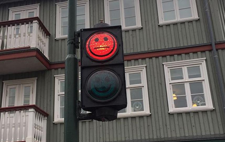 Светофор в Рейкьявике, Исландия. Фото Скриншот @junyakimi