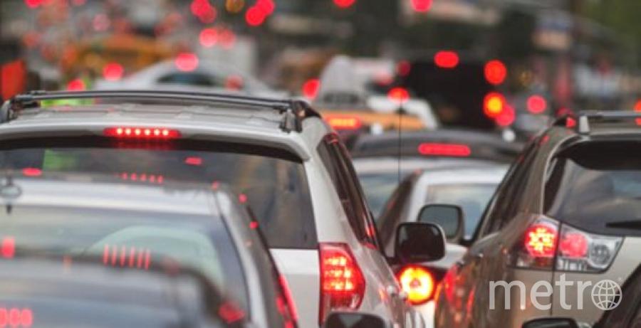 По трассе А-145 проехало более 46 тысяч машин за одни сутки. Рассчитана трасса на 6 тысяч машин. Фото Getty