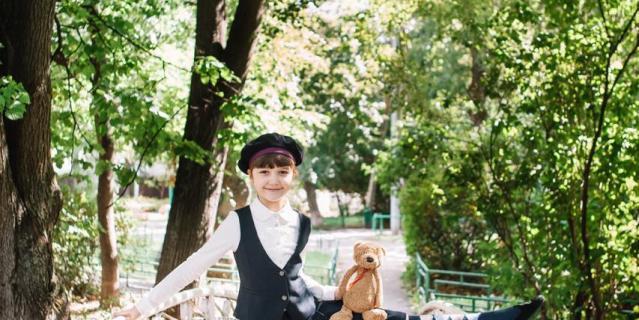 Школьная форма Николь Плиевой.