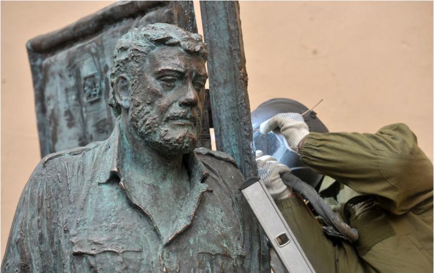 """Памятник Довлатову в Петербурге. Фото """"Metro"""""""