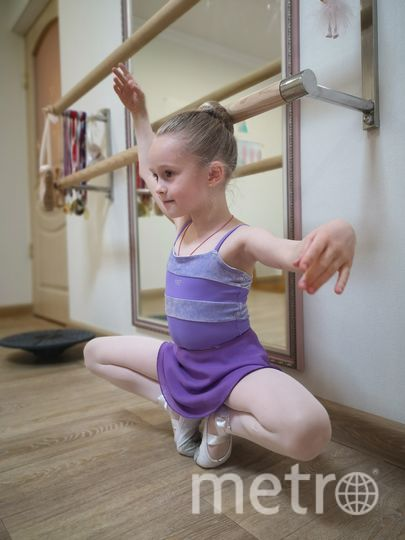 "Вероника учится балету дома. Фото предоставила Наталья Скорикова, ""Metro"""