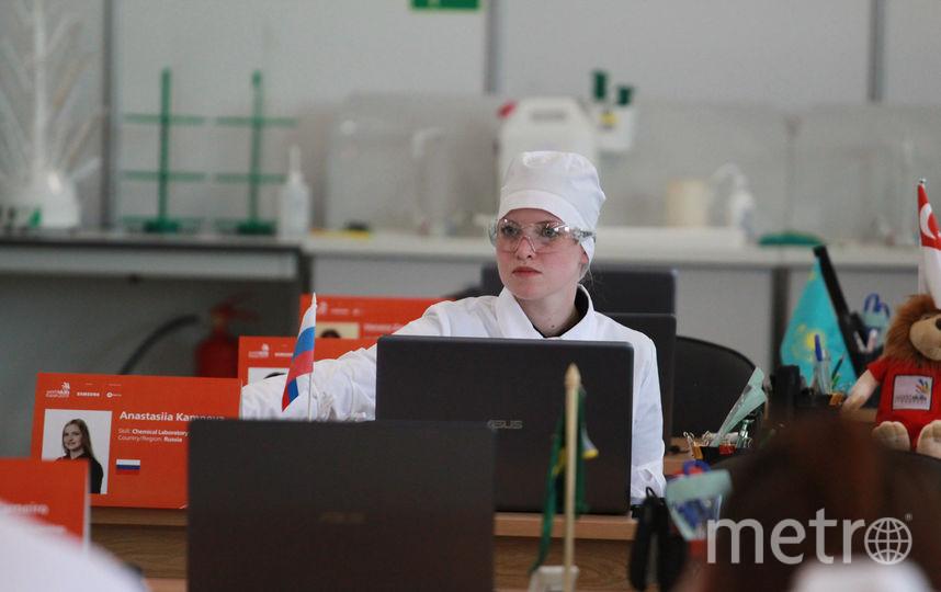 Анастасия Камнева во время выполнения задания. Фото worldskills.ru