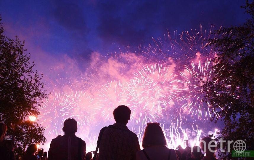 Праздничные фейерверки в этом году запустят с 33 городских площадок. Фото Василий Кузьмичёнок