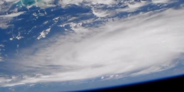 Камера на МКС запечатлела ураган Дориан 29 августа 2019 года, когда он проходил над Атлантическим океаном.