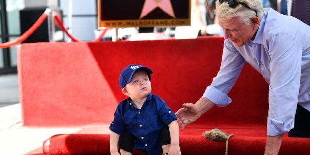 Сын Кирстен и Джесси, Эннис, с дедушкой Клаусом Данстом.