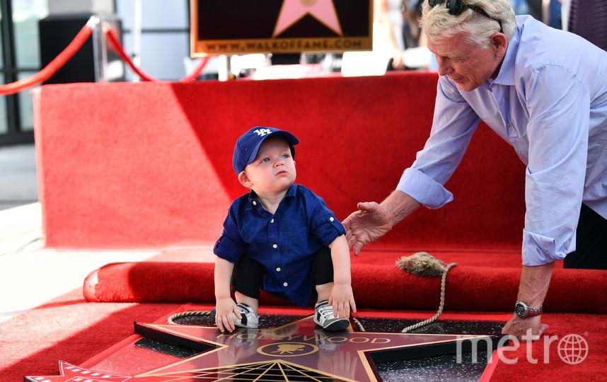 Сын Кирстен и Джесси, Эннис, с дедушкой Клаусом Данстом. Фото AFP