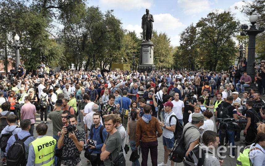 В несогласованном шествии принимают участие около 750 человек. Фото AFP