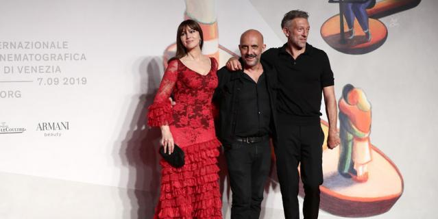 """На премьере фильма """"Необратимость"""" в Венеции. Моника Беллуччи, Гаспар Ноэ и Венсан Кассель."""