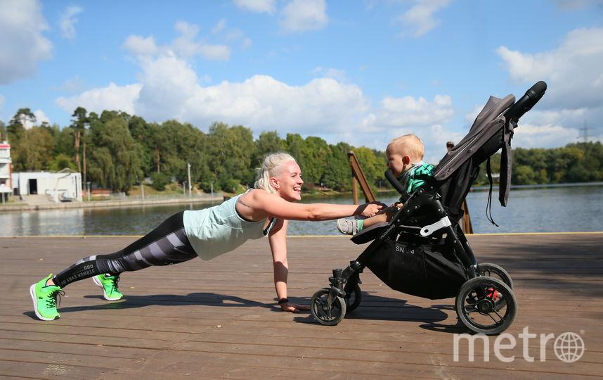 Фитнес-инструктор из Москвы открыла в парке «Левобережный» тренировочный клуб для мам с колясками. Фото Василий Кузьмичёнок