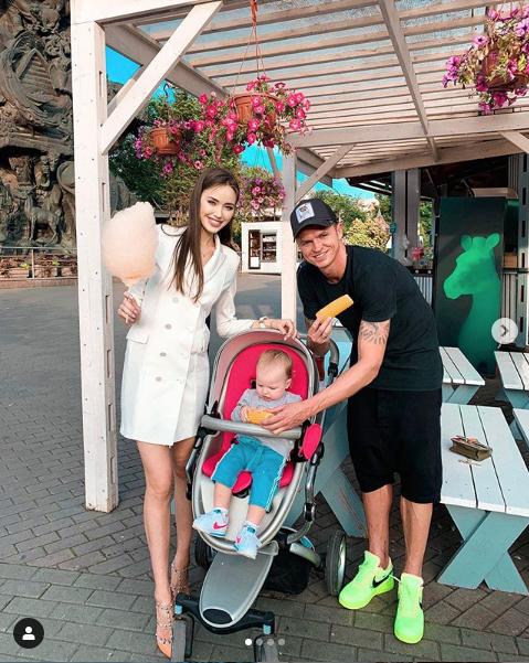Дмитрий Тарасов и Анастасия Костенко с дочерью. Фото https://www.instagram.com/kostenko.94/