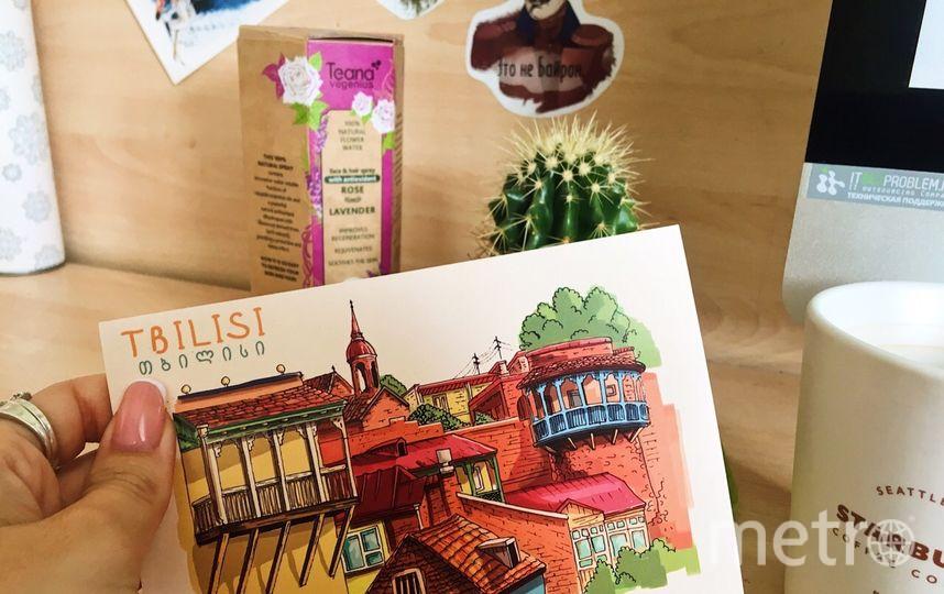 """Уберите своё рабочее место, поставьте на стол привезённый сувенир из отпуска или открытку. Фото Виктория Стаценко, """"Metro"""""""