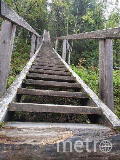 """Согласно легенде, необходимо пройти 300 ступенек по лестнице на горе Секирной - именно столько грехов будет снято. Фото Наталья Сидоровская, """"Metro"""""""