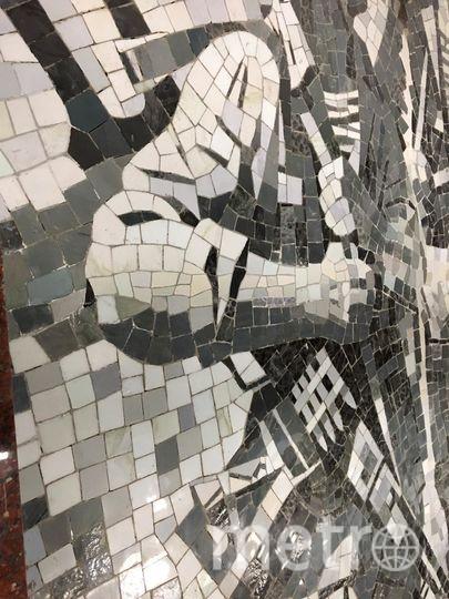 """Фрагмент мозаичного панно """"Афганистан"""" в кассовом зале """"Проспекта Славы"""". Фото """"Metro"""""""