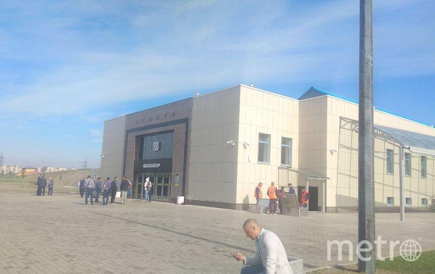 """У станции Шушары собрались люди. Фото """"Metro"""""""