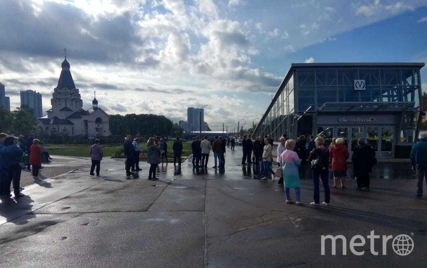 Для пассажиров не открыли станции 5 сентября. Фото Новости Купчино / vk.com/kupchinonews, vk.com