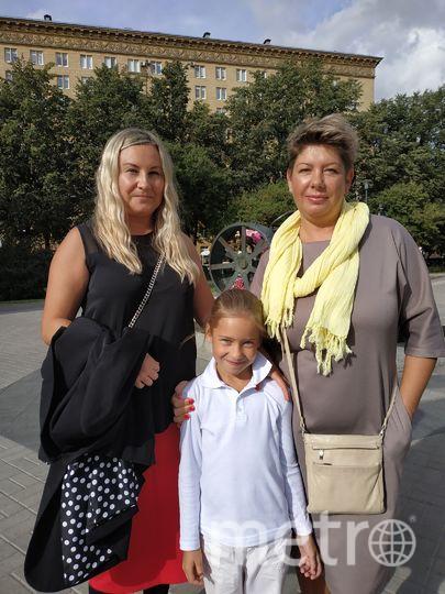 """Марина, стилист центра красоты, 46 лет (на фото - слева). Фото Наталья Сидоровская, """"Metro"""""""