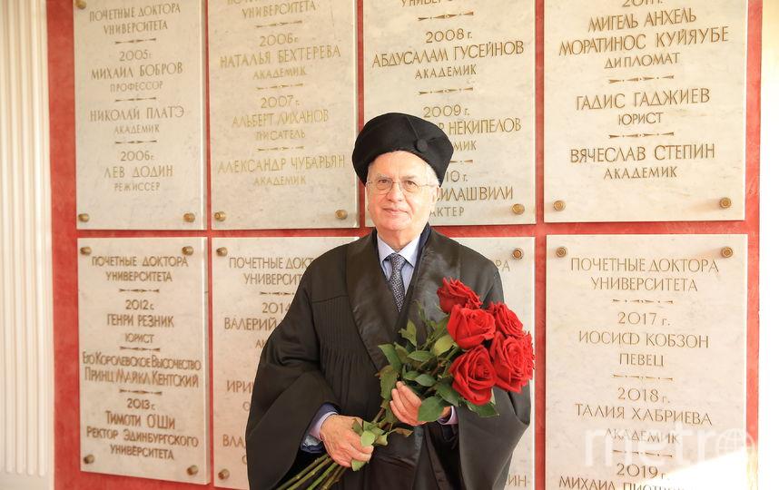 Михаил Пиотровский, директор Эрмитажа, был посвящен в почётные доктора СПбГУП. Фото Фото предоставлены пресс-службой СПБГУП