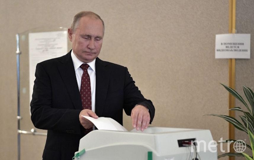 Владимир Путин на избирательном участке № 2151. Фото РИА Новости