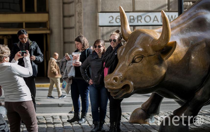 """Статуя """"Атакующий бык"""" была установлена в 1989 году.  Архивное фото. Фото Getty"""