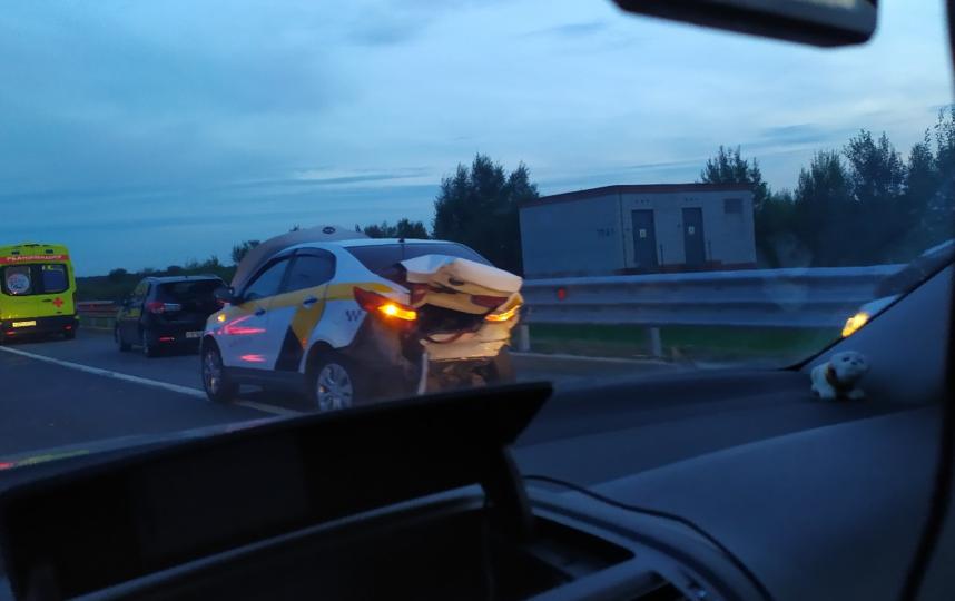 """Пострадавшего в ДТП на КАД доставили в больницу на вертолете. Фото https://vk.com/spb_today, """"Metro"""""""