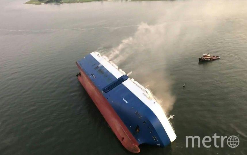 В США перевернулось грузовое судно. Фото AFP