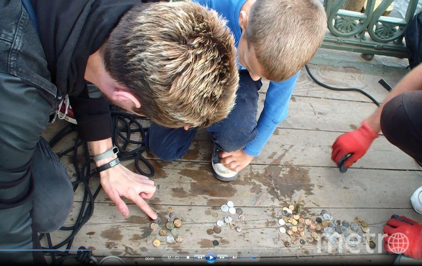 """Ребята рыбачат в центре города. Фото предоставлено героем материала, """"Metro"""""""
