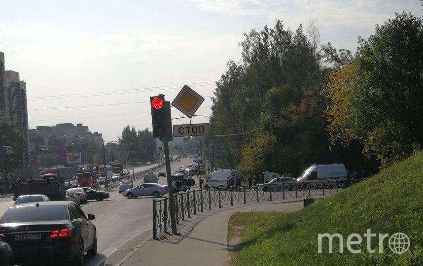 "Фото с места аварии со скорой. Фото https://vk.com/spb_today, ""Metro"""