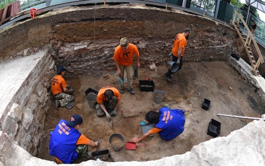Сотрудники Института археологии РАН на раскопках в Большом Кремлевском сквере. Фото РИА Новости