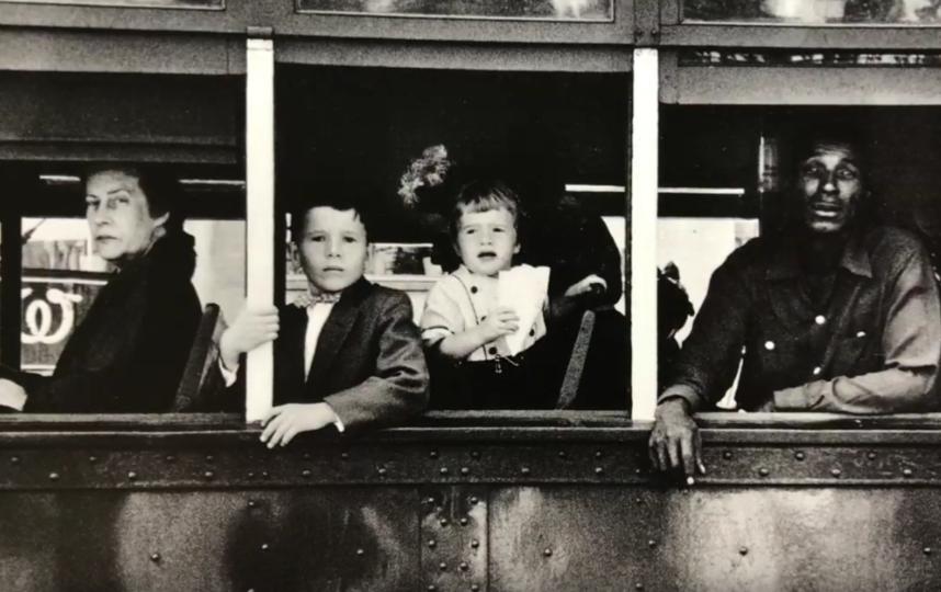 Работа фотографа-документалиста Роберта Франка. Фото скриншот: youtube.com/watch?v=6UxV3GS8Q88