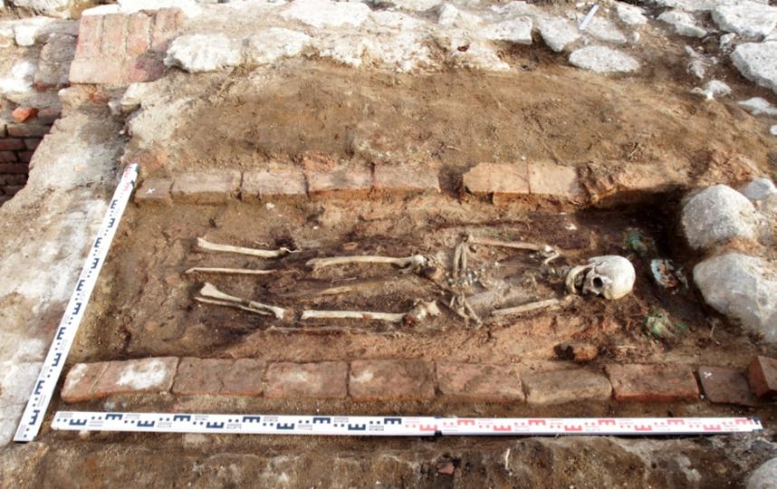 Руины церкви Благовещения Пресвятой Богородицы. Погребение в склепе 2. Фото пресс-службы ИИМК РАН
