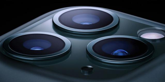 Пользователи Twitter считают, что iPhone 11 Pro со стороны камеры похож на бритву.