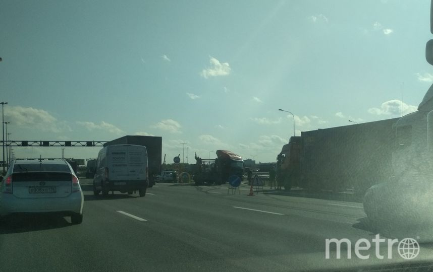 "ДТП с пешеходом произошло на КАД. Фото ДТП с пешеходом произошло на КАД., ""Metro"""
