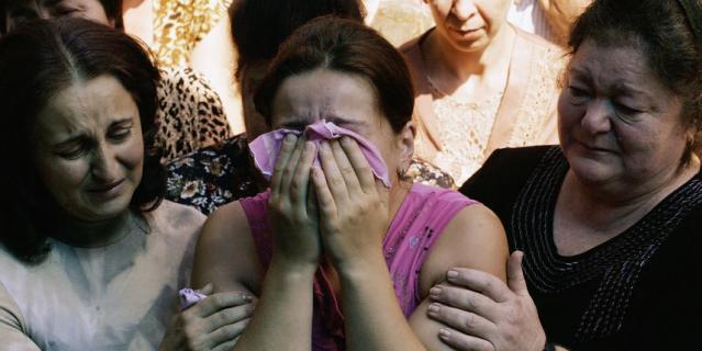 Кадр из 2004-го года, когда события в Беслане потрясли всю страну.