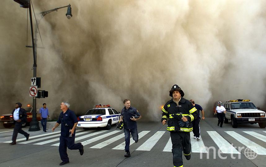 Менее чем через 90 минут после первой атаки, башни-близнецы упали. Фото Getty