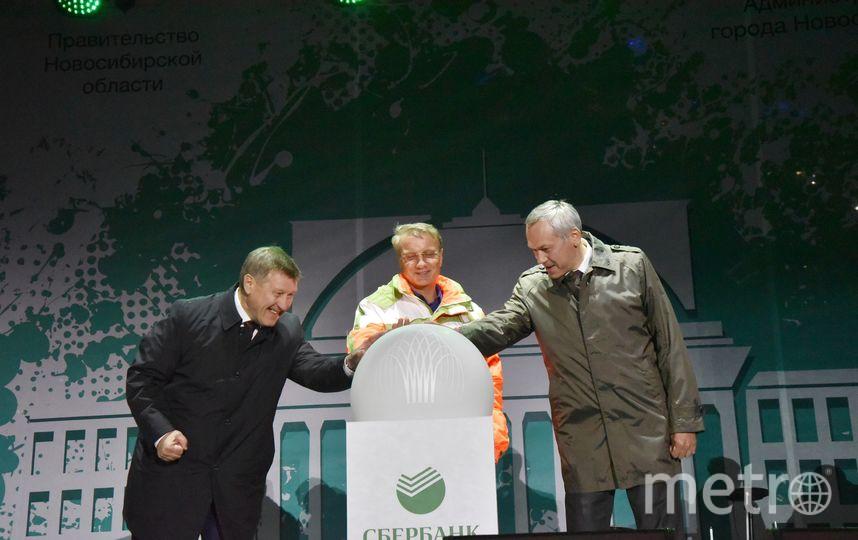 Глава Новосибирской области и президент, председатель правления ПАО «Сбербанк» Герман Греф и мэр Новосибирска Анатолий Локоть приняли участие в торжественной церемонии запуска нового фонтана в в ЦПКиО. Фото Правительство НСО