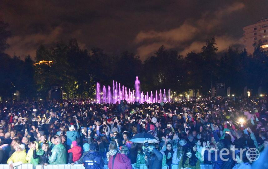 Горожане и гости города пришли на концерт в дождевиках и зонтиках: холодная погода не смутила. Фото Правительство НСО
