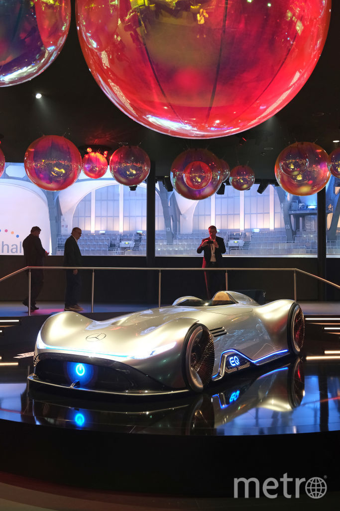 2019 IAA Frankfurt Auto Show. Mercedes-Benz Vision EQ Silver Arrow. Фото Getty
