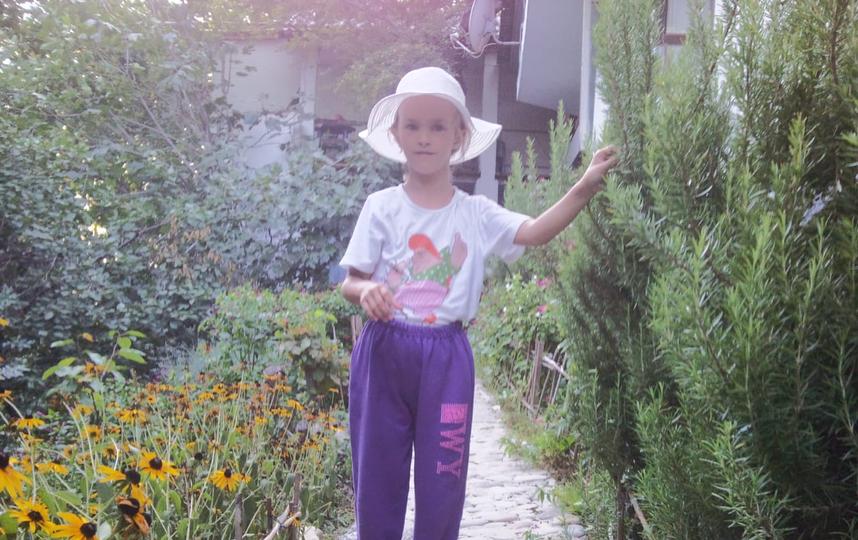 Больше всего девочку тянет к творчеству: музыке, рисованию, литературе. Фото из семейного архива